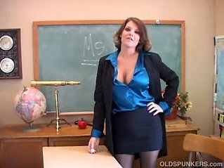 Sexy old spunker teacher loves fuck her juicy pussy for you