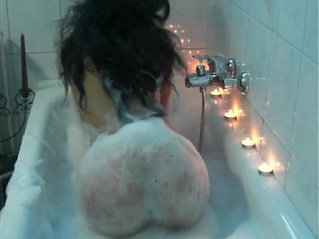 Sexy webcam girl HOT NY BEAUTY cleaning up nude in her bath all alone