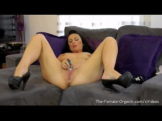 Femorg MILF Roxanne Mae Masturbates Wet Slit to Real Pussy Orgasm with a Pocket Rocket Vibrator