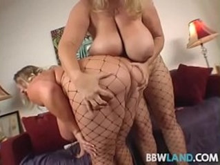 busty amateur blonde bbws licks tits and pussy