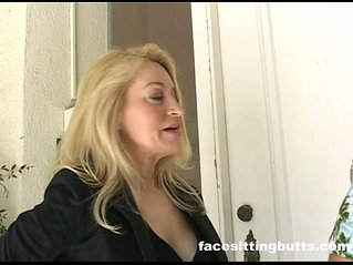 Real estate agents fucking in someones backyard