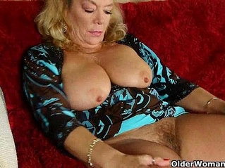 American granny Dalbin works her soaked pussy