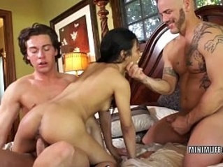 Filipina coed sydnee taylor gets her throat fucked in a threesome